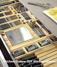 New kitchen drawer organization diy house Ideas Smart Kitchen, Kitchen Pantry Storage, Kitchen Cabinet Drawers, Kitchen Drawer Organization, Kitchen Tops, New Kitchen, Kitchen Island, Kitchen Cabinets, Awesome Kitchen