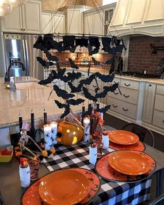Looking for some good Halloween decorating ideas to enhance this year's party? To have a truly ghoulish Halloween party you … Halloween Party Kinder, Table Halloween, Halloween Table Settings, Soirée Halloween, Adornos Halloween, Manualidades Halloween, Halloween Home Decor, Diy Halloween Decorations, Holidays Halloween