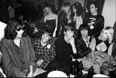 Joey Ramone e Dee Dee Ramone con David Bowie al CBGB'S