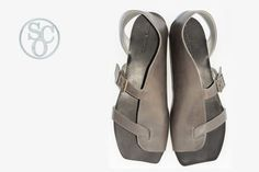 This a pic from one the most popular courses at SHOE MAKING COURSES ONLINE. It is unisex sandals that are good as for women and for men. In this shoe making class I teach how to make shoe insole and shoe sole from vegetable tanned leather. Make Your Own Shoes, How To Make Shoes, Handmade Leather Shoes, Leather Sandals, Black Sandals, Shoe Pattern, Doll Shoes, Summer Shoes, Designer Shoes
