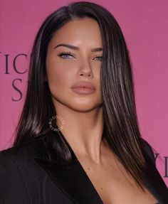 one of the most beautiful woman sexy brunette girls Adriana Lima sexy brunette girls Adriana Lima Hair, Adriana Lima Makeup, Adriana Lima Style, Beauty Makeup, Hair Makeup, Hair Beauty, Eye Makeup, Brunette Hair, Brunette Color