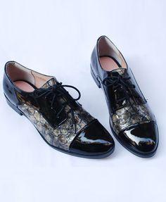 Shoes. Boston Oxford charol