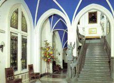 Chateau Noisy Interior (original)