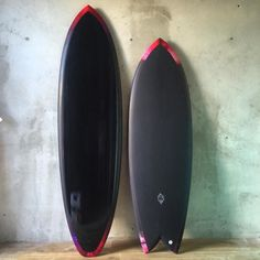 Surfing holidays is a surfing vlog with instructional surf videos, fails and big waves Surfboard Shapes, Surfboard Art, Surfing Photos, Surf Design, Snowboard Girl, Summer Surf, Sup Surf, Skateboard Girl, Surf Outfit