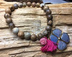 Bracelet en pierres semi précieuses, Creations, Beaded Bracelets, Jewelry, Fashion, Stones, Jewlery, Fashion Styles, Pearl Bracelets, Schmuck