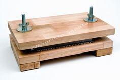 prensa de madeira para encadernação artesanal