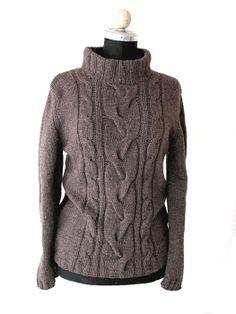 hand knitted sweater handgestrickter Pullover mit Zopfmuster