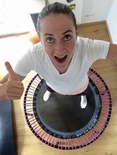 """""""Um gesund zu bleiben und meinem Körper keinen Schaden zuzufügen, bin ich auf der Suche nach einer gelenkschonenden Trainingsvariante gewesen, welche mir Spaß und Abwechslung in mein Training bringen kann. So bin ich auf das bellicon Trampolin gestoßen.""""  Profi-Triathletin und Physiotherapeutin Laura Philipp profitiert in vielen Punkten von den Vorteilen des Trainings mit dem bellicon® und teilt ihre Erfahrungen aus den unterschiedlichen Einsatzbereichen mit Euch."""