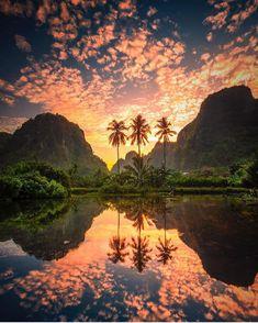 Amazing sunrise in Indonesia! Tag someone you want to watch the sunrise with! Beautiful Sunset, Beautiful World, Landscape Photography, Travel Photography, Canon Photography, Photography Photos, Lifestyle Photography, Digital Photography, Image Nature