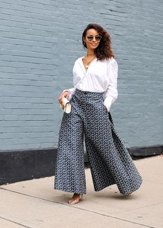 Proportions are changing and pant silhouettes are expanding – from kick flares to the straight leg, baggy to palazzo – pants are undergoing a sort of sartorial metamorphosis. Here are 3 ways to wear wide leg pants this spring. Cool Street Fashion, Street Chic, Street Style, City Fashion, Glamorous Evening Gowns, Fashion Outfits, Fashion Trends, Fashion Styles, Stylish Outfits