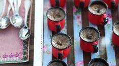 No Dia Nacional do Café, 24 de maio, invente uma nova receita com a bebida. Pode ser um drinque gelado ou até um doce. Abaixo, as sugestões de Casa e Comida