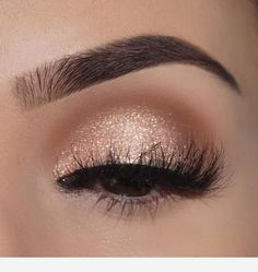 Awesome Eye Make-up-Ideen für 2019 . - Awesome Eye makeup ideas for 2019 – Ellise M. Gold Eye Makeup, Natural Eye Makeup, Glitter Makeup, Skin Makeup, Eyeshadow Makeup, Prom Eye Makeup, Gold Glitter Eyeshadow, Prom Makeup For Brown Eyes, Makeup 2018
