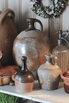stilleven met Frans aardewerk