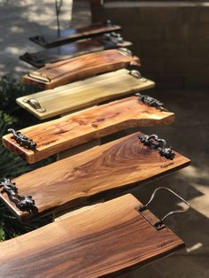The most beautiful Charcuterie Boards Geppetta Boards- Handmade Wooden Charcuterie and Cheese Boards Wooden Pallet Projects, Wooden Pallets, Wooden Diy, Handmade Wooden, Wooden Trays, Serving Tray Wood, Wooden Gifts, Pallet Ideas, Handmade Gifts