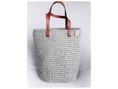 Veľká univerzálna taška stvorená na akúkoľvek príležitosť.  Materiál: špagátová priadza a kožené uchá  Veľkosť: v 34cm, š 35cm, h 17  Uchá: na rameno,alebo do ruky  Farba: olivová Straw Bag, Tote Bag, Bags, Handbags, Carry Bag, Dime Bags, Tote Bags, Lv Bags, Purses