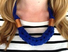 Turn an old T-shirt into a trendy new accessory with this Chunky Finger Knit Necklace tutorial. This DIY jewelry project shows you how to finger knit a necklace using either jersey yarn or homemade yarn from an old tee. - Crafting Tips Yarn Necklace, Knitted Necklace, Necklaces, Knitted Jewelry, Diy Finger Knitting Projects, Fabric Yarn, Fabric Crafts, Diy Crafts, Diy Fabric Jewellery
