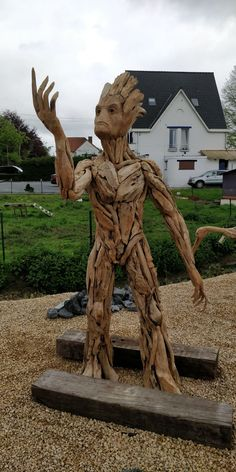 Local wood sculptor made this near where I live. I had to stop to take a picture! Art Sculpture En Bois, Driftwood Sculpture, Driftwood Art, Abstract Sculpture, Wire Sculptures, Bronze Sculpture, Tree Carving, Wood Carving Art, Wood Carvings