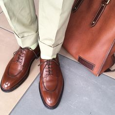 Shoes of the day on Holiday work  JMWESTON 598  A.TESTONI deerskin tote bag 新しく入手した598ばかり履いている今日此の頃ですが、相変わらず手強いですね。出張明けの土曜出勤は体が重いですが、好きな靴を履いて頑張るジジイです。 #businessman #holidaywork #shoes #shoestagram #shoesoftheday #shoeslover #足元くら部 #足元倶楽部 #今日の足元 #instadaily #instapic #instagood #instashoes #mensfashion #menstagram #menshoes #menstyle #dapper #dappermen #jmweston #jmweston598 #atestoni #totebag #酒飲みクラ部