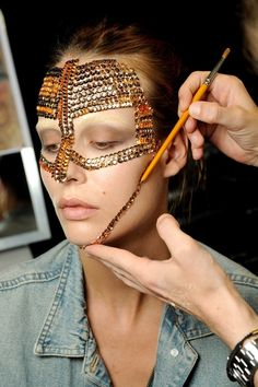 En backstage du défilé Givenchy couture automne-hiver 2009-2010