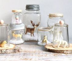 diy snow globes I've used this with my kids sometimes at Christmas, with a Christmas scene inside the glass jar. Mason Jars work very well. Christmas Mason Jars, Noel Christmas, All Things Christmas, Winter Christmas, Vintage Christmas, Diy Snow Globe, Snow Globes, Diy Xmas, Mason Jar Crafts