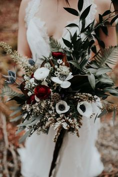 This moody elopement inspiration gives us a PNW-inspired color palette, a romantic ceremony and reception in the forest, and breathtaking couple portraits.