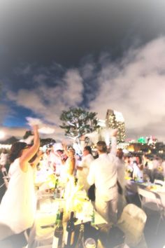 Last night my husband and I attended our very first Diner en Blanc event in  San Diego and it was incredible - exclusive guest list, secret location,  gorgeous decor, delicious food, a breathtaking view, new friends and live  music, what more could you want out of a Thursday night? Definitely one of  the most memorable nights I've had in a long time; however, the preparation  leading up to the event was confusing and at times overwhelming as a  newbie.  In order to ensure that you don't make…