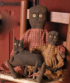 Primitive Dolls and a Crouching Cat - Valley Road Primitives. Primitive Antiques, Primitive Folk Art, Primitive Crafts, Country Primitive, Old Dolls, Antique Dolls, Vintage Dolls, Primitive Doll Patterns, Cat Doll