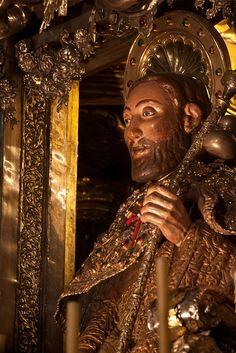 El APÓSTOL SANTIAGO en el altar mayor de la Catedral de Santiago de Compostela en la provincia de La Coruña, Galicia, España. Spain.