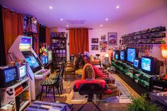 One of the best looking Retro Game rooms I have ever seen : retrogaming