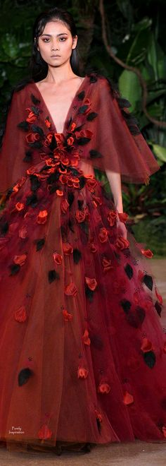 Christian Siriano: Best Looks at New York Fashion Week Fall 2015 Red Fashion, Fashion Week, New York Fashion, Fashion Show, Fashion Design, Christian Siriano, Style Couture, Couture Fashion, Runway Fashion