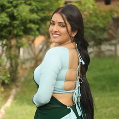 Curvy Outfits, Indian Beauty Saree, Hot Actresses, Indian Girls, Indian Dresses, Blouse Designs, Long Hair Styles, Backless, Crop Tops