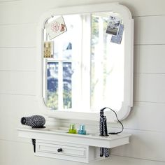 Great idea for a tiny house bathroom... Mom do you think we could use some of those pallets to make a small shelf like this so I have somewhere to hang my straightener and such?