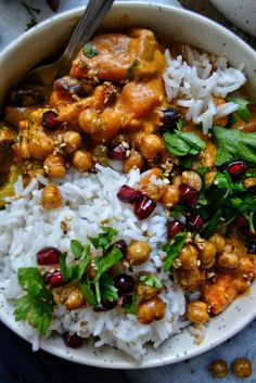 Curry Thaï Patates Douces, Pois Chiches Croquants / Sweet Potato Curry with Crispy Sesame Chickpeas - abella Raw Food Recipes, Veggie Recipes, Healthy Dinner Recipes, Vegetarian Recipes, Cooking Recipes, Healthy Food, Plats Healthy, Sweet Potato Curry, Salty Foods