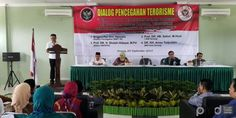 Kota Santri Bergerak Dialog Pencegahan Radikal Terorisme Dr H, Wrestling, Peace, Room