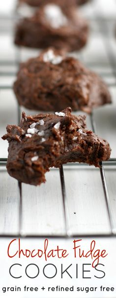 HEALTHY chocolate fudge cookies - grain free, refined sugar free, and so easy and delicious. Just FIVE ingredients! #grainfree