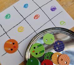 Idées de jeu avec des gros boutons en bois à enfiler Jouer, Kids Rugs, Home Decor, Buttons, Woodwind Instrument, Decoration Home, Kid Friendly Rugs, Room Decor, Home Interior Design