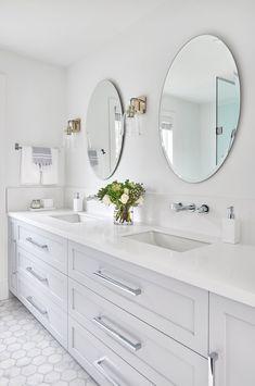 Make your bathroom special with our drawer handles Quartz Bathroom Countertops, Grey Bathroom Cabinets, Grey Countertops, Bathroom Mirrors, Grey Bathrooms Designs, Modern Small Bathrooms, Bathroom Interior Design, Master Bathrooms, Black Bathroom Light