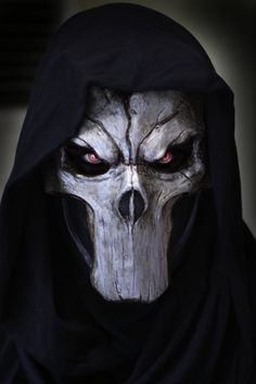 Máscara artesanal de fibra de vidrio.