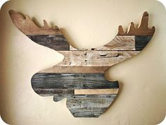 How to Build a {Reclaimed Wood Moose Head!}. This would look awesome in the Walsh Maine camp :)