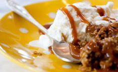 Crocante de banana e chocolate branco com calda de caramelo - Receitas - Receitas GNT
