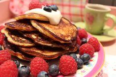 Low Carb Rezepte von Happy Carb: Low Carb Pancakes mit Vanillecreme und Beeren - Ein vanilliger Low Carb Pancakes Traum wird wahr.