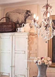 FRENCH COUNTRY COTTAGE: Chippy Farmhouse Goodness...