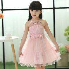 Vestidos De Fiesta Para Niña De 5 Años. Actualmente la moda infantil, está tomando un nivel muy importante en el mundo del diseño, porque ahora no son solo las mujeres y hombres sino también las