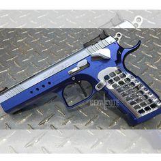 @gun.candy #cobalt #pearl #candy #candypaint #spraynpray #tanfoglio #witness #uspsa #ipsc #3gun #3gunnation #9mm #gun #gunfanatics… Ceramic Coating, Hand Guns, Ceramics, Firearms, Ceramica, Pistols, Pottery, Ceramic Art, Porcelain