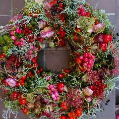 Beautiful! Autumn Wreaths, Easter Wreaths, Holiday Wreaths, Christmas Flowers, Outdoor Christmas Decorations, Diy Wreath, Floral Wreath, Creations, Beautiful Beautiful