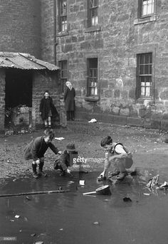 Harrowing black and white photos show the horrific living conditions in Glasgow where overcrowding was rife and sewage seeped into slums Gorbals Glasgow, The Gorbals, Vintage Photography, Street Photography, Life Photography, Old Photos, Vintage Photos, Glasgow Scotland, Edinburgh