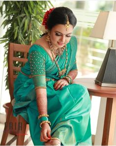 Pattu Sarees Wedding, Kerala Wedding Saree, Wedding Saree Blouse Designs, Indian Wedding Wear, Indian Bridal Outfits, Indian Bridal Fashion, Pakistani Bridal Dresses, Kerala Hindu Bride, Bridal Sarees South Indian