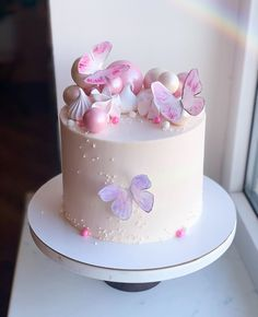Butterfly Birthday Cakes, Pretty Birthday Cakes, 1 Year Birthday Party Ideas, Dragonfly Cake, Lovely Tutorials, Cute Desserts, Cute Cakes, Cake Art, Cake Designs