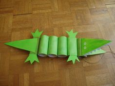 Toilet Paper Roll Crafts Make a crocodile out of toilet paper rolls!Make a crocodile out of toilet paper rolls! Kids Crafts, Cute Crafts, Toddler Crafts, Crafts To Do, Projects For Kids, Diy For Kids, Craft Projects, Yarn Crafts, Art Crocodile