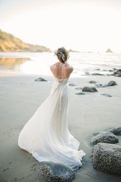 Truvelle wedding dress | Donny Zavala Photography | see more on: http://burnettsboards.com/2015/02/oregon-coast-bridal-editorial/